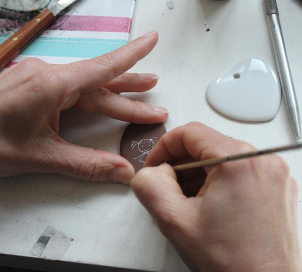 02_claudia-ladriere-creation-atelier-peinture-sur-porcelaine